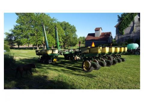 John Deere 7000 Planter - Make an offer